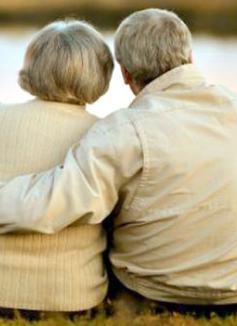 Dating για ηλικιωμένους άνω των 80 διευθυντές που χρονολογούνται από άλλους διευθυντές